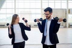 Businesspeople σε μια γυμναστική στοκ εικόνα