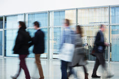 Businesspeople στη θαμπάδα κινήσεων Στοκ Φωτογραφία