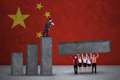 Businesspeople build graph with chinese flags Royalty Free Stock Photography
