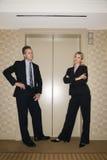 Businesspeople die op Lift wacht royalty-vrije stock afbeelding