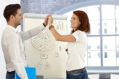 Businesspeople die presentatie gelukwenst Royalty-vrije Stock Afbeeldingen