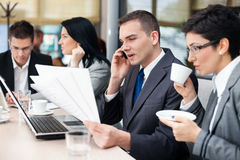 Businesspeople having a business meeting using laptop computer Royalty Free Stock Photos
