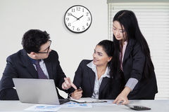 Businesspeople having discussion in office Stock Images