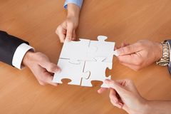 Businesspeople holding jigsaw puzzle Royalty Free Stock Photography