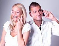 Businesspeople nodigt mobiles uit stock foto's
