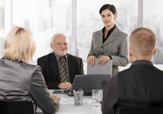 Businesspeople op formele vergadering Royalty-vrije Stock Foto's