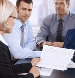 Businesspeople på mötet arkivfoto