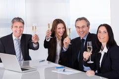 Businesspeople som rostar Champagne Royaltyfri Fotografi
