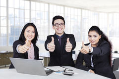 Businesspeople with thumbs up and smiling Royalty Free Stock Photography