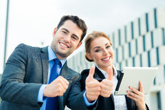Businesspeople working outdoor with success Royalty Free Stock Photography