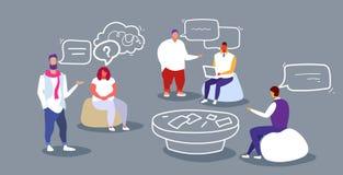 Businesspeoplediskussion under utbildande arbetare för kontor för lag för kvinnor för män för folk för konferensmöteaffä vektor illustrationer