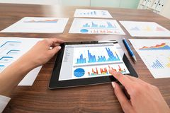 Businessperson hands analyzing graph Royalty Free Stock Photos