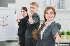 3 businesspersons стоя в линии Стоковая Фотография RF