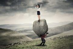 Businessteam和大石头 免版税库存图片