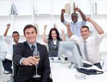 businessteam香槟driking成功 库存图片