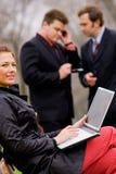 businessteam συνεδρίαση υπαίθρια Στοκ φωτογραφία με δικαίωμα ελεύθερης χρήσης