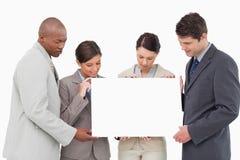 Businessteam держа пустой знак совместно Стоковое фото RF