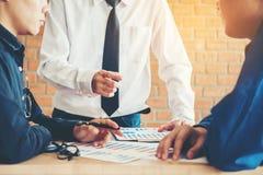 Businessteam, besprechend in der kreativen Sitzung Planungs-Strategie lizenzfreies stockfoto