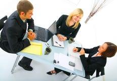 Businessteam, das in der Sitzung behandelt Lizenzfreies Stockbild