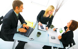 Businessteam heureux sur le contact photos stock