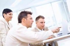 Businessteam met laptop Royalty-vrije Stock Afbeeldingen