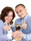 Businessteam mit Trophäe über weißem Hintergrund lizenzfreies stockfoto