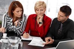 Businessteam op vergadering Stock Foto's