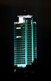 Businesstower na noite Fotos de Stock