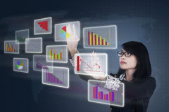 Businesswoman adjusts the business chart Royalty Free Stock Photos