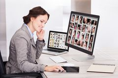 Businesswoman browsing pictures Royalty Free Stock Photos