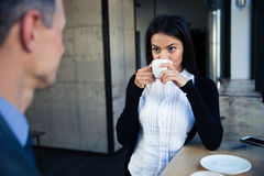 Businesswoman and businessman drinking coffee Stock Photography