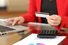 Businesswoman buying online with credit card Royalty Free Stock Photos