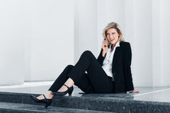 Businesswoman calling on the phone Royalty Free Stock Images