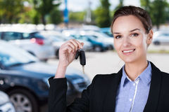 Businesswoman with car keys Royalty Free Stock Photography