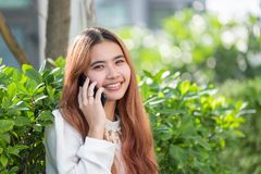 Businesswoman in casual cloth talking on mobile phone outside of Royalty Free Stock Image