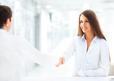 Businesswoman and client handshaking Royalty Free Stock Photos