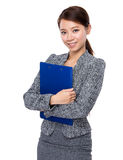 Businesswoman with clipboard Royalty Free Stock Photography