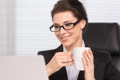 Businesswoman drinking coffee. Royalty Free Stock Images