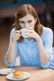 Businesswoman drinking cup of coffee Royalty Free Stock Photos