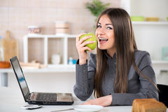 Businesswoman eating apple Royalty Free Stock Images