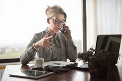 A businesswoman explaining things on the phone Royalty Free Stock Photography