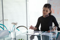 Businesswoman with file at desk Royalty Free Stock Photos