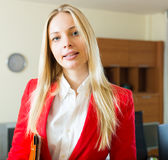 Businesswoman  with   folder of documents Royalty Free Stock Photos