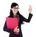 Businesswoman gesturing okay Royalty Free Stock Photography