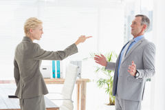Businesswoman giving out to her boss Royalty Free Stock Photos