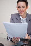 Businesswoman handing over paperwork Royalty Free Stock Image