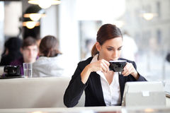 Businesswoman having a cup of coffee Royalty Free Stock Photography