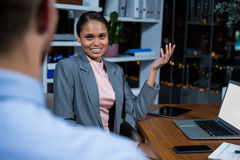 Businesswoman having a discussion in office Royalty Free Stock Photos
