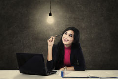 Businesswoman having an idea Royalty Free Stock Photos