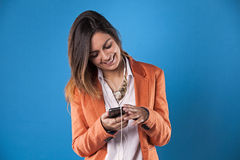 Businesswoman with her smartphone Royalty Free Stock Photos